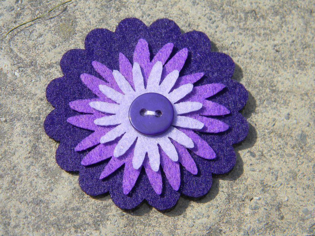 broche fleur en feutrine violet 2. Black Bedroom Furniture Sets. Home Design Ideas